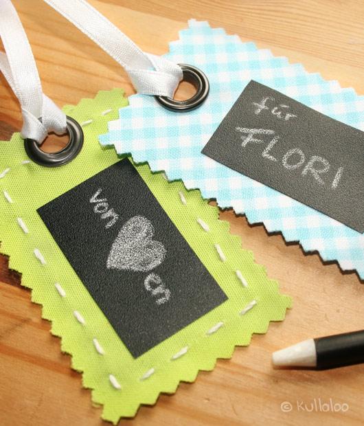 Geschenkeanhänger aus Stoff und Tafelfolie selber machen
