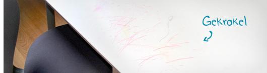 Kinderschreibtisch mit Tafelfolie bekleben – Gekrakel