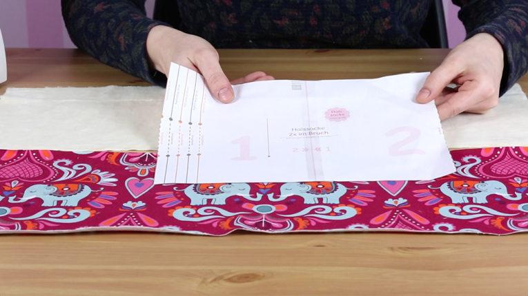 Schnittmuster Halssocke nähen: Zugeschnittene der Teile für einen Kinder Schlupschal (Mini-Loop)