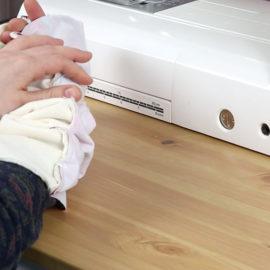 Schnittmuster Halssocke nähen: Schlauch über den Arm stülpen