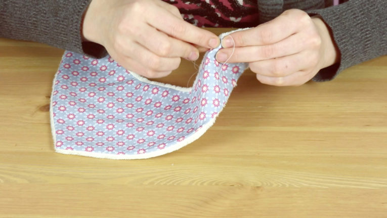 Dreieckstuch / Baby Halstuch nähen Anleitung: Wendeöffnung schließen