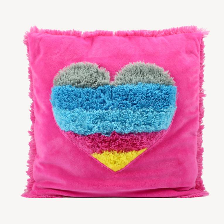 Kissen mit Herz-Negativ-Applikation