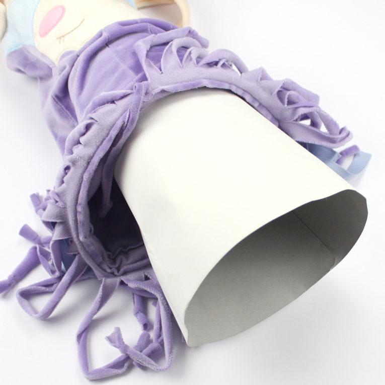 Schnittmuster zum Schultüte aus Stoff nähen: Papprohling einsetzen