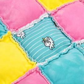Einhorn Stoff: Krabbeldecke Nähanleitung - Rag Puff Quilt
