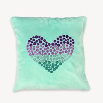 Osterdeko selber machen: Kissenhülle mit ausgestanzten Bügelmotiven