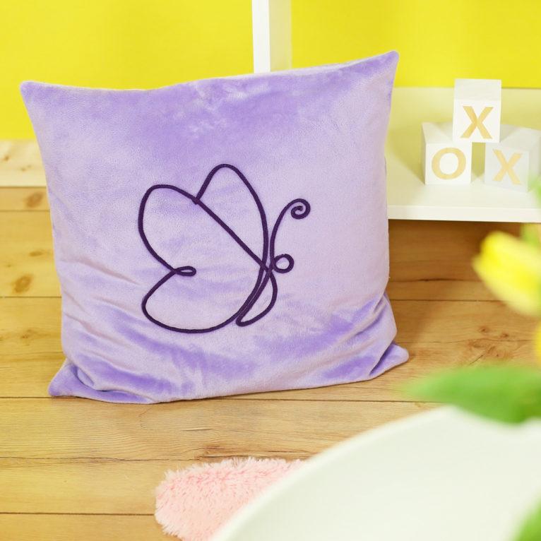 Osterdeko nähen: Kissen mit Schmetterling in Linientechnik