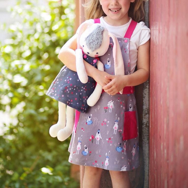 Schnittmuster Latzkleid Puppe und Kind Partnerlook