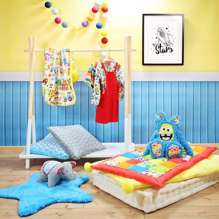 """A3 Poster Babyzimmer / Kinderzimmer """"Reach for the stars"""" in schwarz-weiß mit Rakete"""