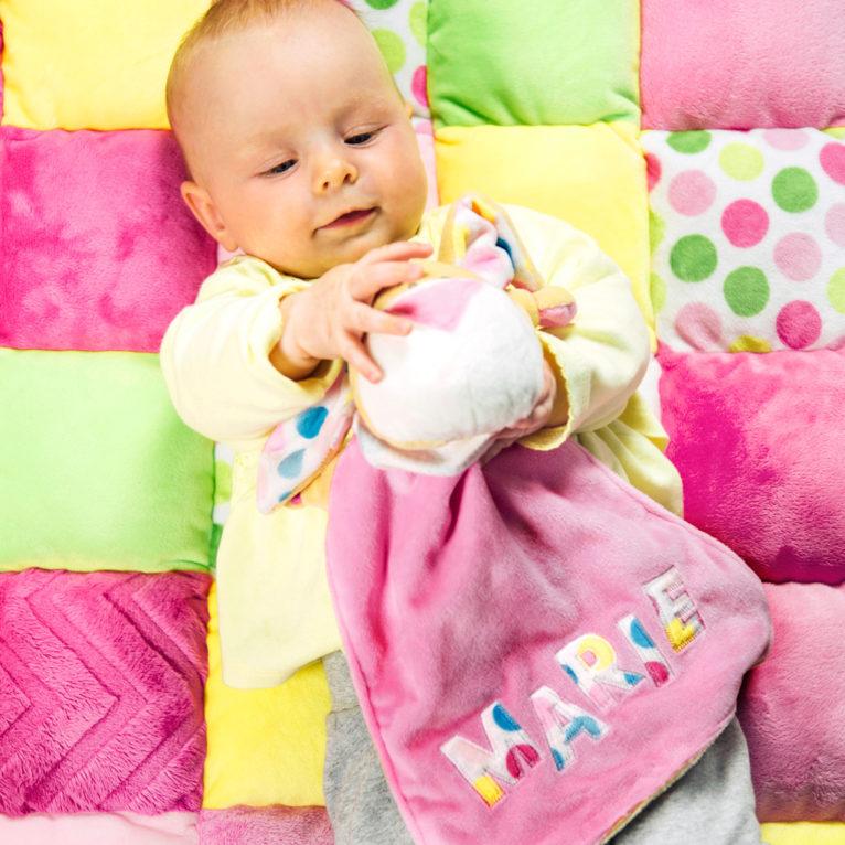 Babyspielzeug nähen: Schuffeltuch nähen mit Name