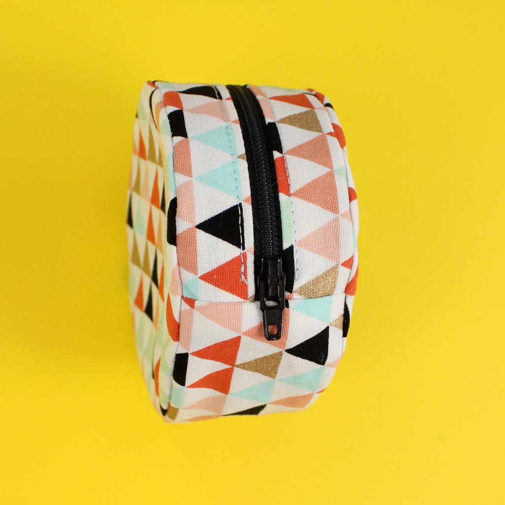 b690bf8492f85 Kleine Tasche nähen mit Reißverschluss – kostenloses Schnittmuster