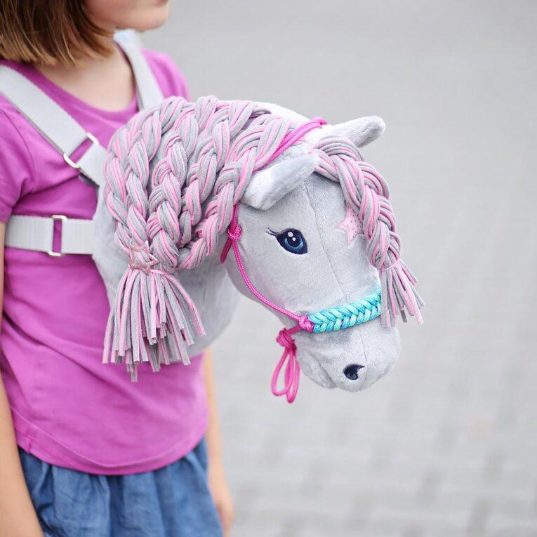 Hobby Horse Zubehör selber machen: Knotenhalfter mit umflochtenen Nasenriemen
