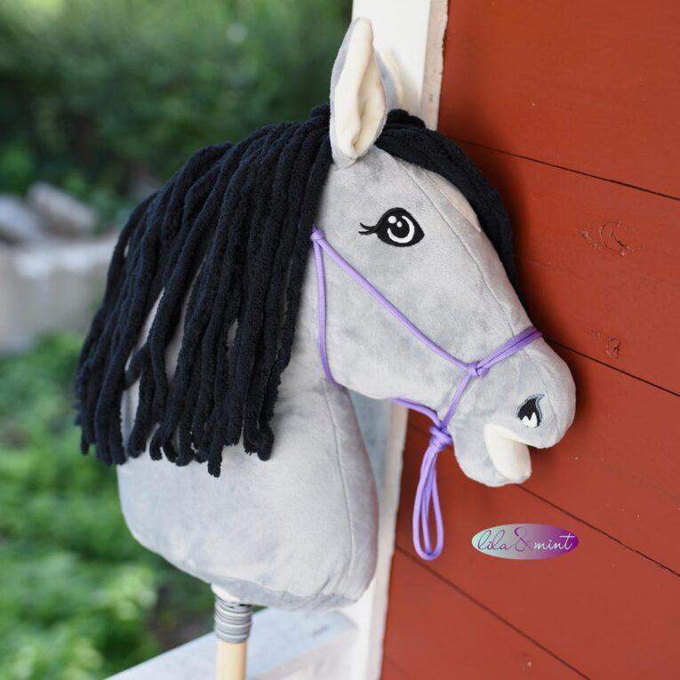 """Stickdateien Hobby Horse """"HOLLY"""": Probenähergebnis von lila & mint"""
