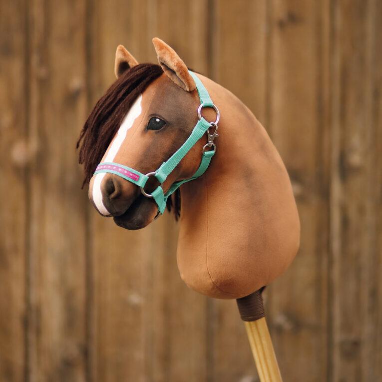 Hobby Horse HOPE: Brauner mit Stallhalfter