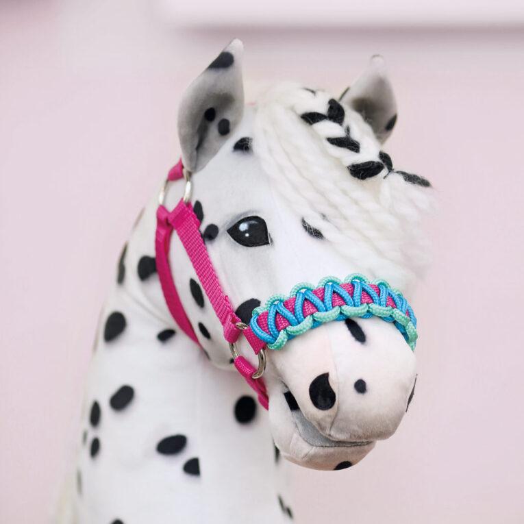 Hobby Horse HOPE: Tigerschecke mit Halfter und umflochtenen Nasenriemen